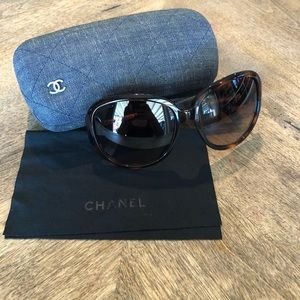 CHANEL Large Round Tortoise Shell and Blue Denim